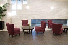 KERRY lounge chair : コンパクトながらも抜群の座り心地を演出する、ロビーラウンジチェアです。