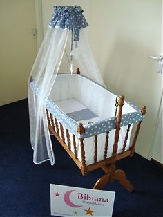 Wiegbekleding Bibiana Wiegbekleding Cradles And Bassinets, Baby Dolls, Baby Footprints, Baby Bassinet, Baby Furniture, Reborn Babies, Baby Sewing, Cot, Little Babies