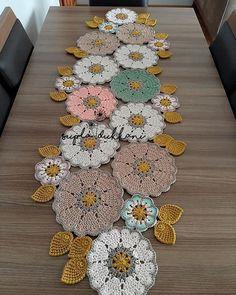 Crochet Circle Pattern, Crochet Coaster Pattern, Crochet Flower Patterns, Crochet Doilies, Crochet Flowers, Crochet Stitches, Knit Crochet, Crochet Table Mat, Crochet Table Runner Pattern