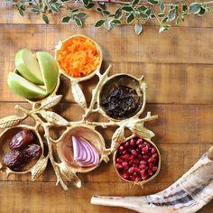 Vegan Rosh Hashana, Rosh Hashanah Menu, Rosh Hashanah Traditions, Passover Recipes, Jewish Recipes, Holiday Dinner, Holiday Tables, Jewish Celebrations, High Holidays