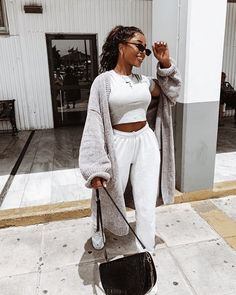 Pretty clear i'm a bigger fan of Crete than Birmingham . 🌞 sooooo ready for the melanin top up! Cute Comfy Outfits, Chill Outfits, Sporty Outfits, Trendy Outfits, Fashion Outfits, Fashion Tips, Mode Instagram, Mode Ootd, Joggers Outfit