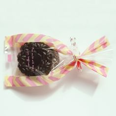 Cellophane Treat Bags Zigzag. Self sealing cellophane bags. Lovely pink, yellow color zigzag pattern.  www.morecoy.com