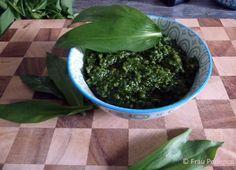 Bärlauchpesto, eine wunderbare Art, Bärlauch zu verarbeiten. es schmeckt nicht nur richtig lecker, man kann das Pesto auch so schön lange aufbewahren.