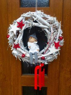 Hééj, pojďte sáňkovat - Vánoční věnec na dveře Christmas Advent Wreath, Christmas Sewing, Holiday Wreaths, Christmas Projects, Christmas Decorations, Merry Christmas And Happy New Year, Christmas Love, Winter Christmas, Handmade Christmas