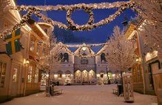Рождественские праздники во многих городах Швеции в этом году пройдут без традиционных огней и иллюминации. Формально новый запрет связывают с «мерами безопасности» в праздничные дни, сообщает 316NEWS со ссылкой на sedmitza.ru. Шведская транспортная администрация (Trafikverket) запретит муниципалит