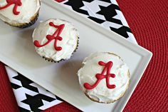 Alabama game day treats - Classic Vanilla Cupcakes with Vanilla Buttercream. If only UK Pretty Little Liars, Pll, Vanilla Buttercream, Vanilla Cupcakes, Football Cupcakes, Camo Cupcakes, 6th Birthday Parties, Birthday Cakes, 2nd Birthday