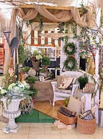 Booth crush: 5 easy tips for staging a booth like a pro antique booth displays Vintage Display, Antique Booth Displays, Antique Mall Booth, Antique Booth Ideas, Antique Stores, Antique Booth Design, Vintage Store Displays, Flea Market Displays, Flea Market Booth