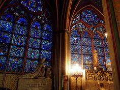 Notre Dame, Paris || Beautiful stained glass windows!