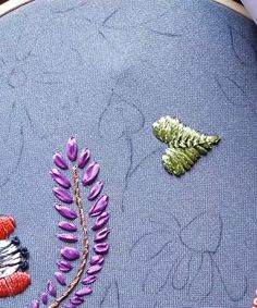 Hand Embroidery Patterns Flowers, Embroidery Leaf, Basic Embroidery Stitches, Hand Embroidery Videos, Embroidery Stitches Tutorial, Creative Embroidery, Simple Embroidery, Silk Ribbon Embroidery, Hand Embroidery Designs
