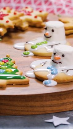 Christmas Decorations : Time to bake these to decorate your Christmas tree! Time to bake these to decorate your Christmas tree! Christmas Food Treats, Halloween Treats For Kids, Xmas Food, Christmas Cupcakes, Christmas Sweets, Christmas Cooking, Christmas Goodies, Holiday Treats, Snowman Cupcakes