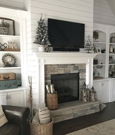 35 Awesome Farmhouse Fireplace Design Ideas To Beautify Your Living Room. Awesome Farmhouse Fireplace Design Ideas To Beautify Your Living Room Chimney presumably has a place with one of vital things to set in any house insides. On the off chance […] Farmhouse Fireplace Mantels, Brick Fireplace Makeover, Home Fireplace, Fireplace Remodel, Living Room With Fireplace, Fireplace Design, My Living Room, Fireplace Ideas, Shiplap Fireplace