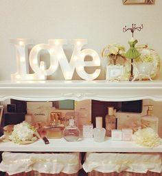 . お部屋の雰囲気を少し変えてみました お花が大好きだからお花あるだけで 幸せな気持ちになります、、 #部屋#room#家具#雑貨#花#flower#LOVE#LOVEライト#LED#フランフラン#francfranc#コスメ#cosme#香水#CHANEL#paulandjoe#JILLSTUART#instagood
