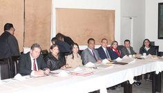 Revisan el secretario de Gobierno, Adrián López, y la titular de la secretaría técnica del Consejo de Coordinación para la Implementación del Sistema de Justicia Penal, María de los Ángeles ...