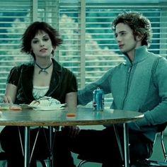 Twilight Movie Scenes, Twilight Videos, Twilight Pictures, Alice Twilight, Jasper Twilight, Twilight Saga, Alice Cullen, Film Aesthetic, Aesthetic Videos