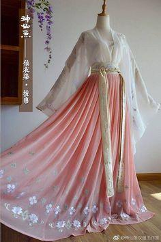漢服Chinese-Hanfu. in 2019 Mode Outfits, Dress Outfits, Fashion Dresses, Dress Up, Dresses Dresses, Kimono Fashion, Pretty Outfits, Pretty Dresses, Beautiful Dresses