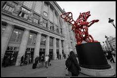 Richard Texier -ours ailé angel bear  gare du Nord sculpture bronze