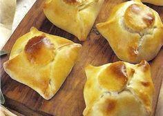 L'Arrosto in crosta di pane viene realizzato marinando la carne con le erbe aromatiche, l'aglio e il cognac, cuocendola nel forno, tagliandola in 6 p...