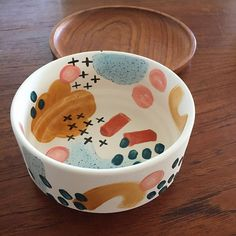 Check out this refreshing pottery wheel - what an inspired styleYou can find Pottery painting and more on our website.Check out this refr. Ceramic Bowls, Ceramic Pottery, Painted Pottery, Paint Your Own Pottery, Ceramic Decor, Ceramic Design, Ceramic Planters, Pottery Bowls, Cerámica Ideas