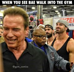 that guy is totally crushing on arnold haha Weight Loss Motivation, Fitness Motivation, Bradley Martyn, Gym Crush, Funny P, Funny Quotes, Crush Humor, Gym Quote, Gym Humor