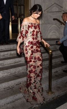 Kendall & Kylie — September 2016 - Harper's Bazaar's celebration. Rose Dress, Dress Up, Pretty Dresses, Beautiful Dresses, Fashion Casual, Casual Chique, Kendall Jenner Style, Kardashian Style, Passion For Fashion