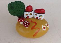 Casitas en otoño. Piedras pintadas a mano. Sonia Cifuentes. Si te gusta y quieres uno ponte en contacto conmigo.