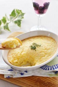 ジャガイモおろし入り、卵のフワフワスフレ by さっちん (佐野幸子) / 材料は、卵、ジャガイモおろし、ピザチーズで出来る、簡単スフレ卵です!材料を混ぜて、トースターで焼くだけ!朝食のおかず、おつまみにも! / Nadia