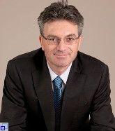 Dr. Dieter Salomon (Bündnis 90/Die Grünen) wurde 2002 zum Oberbürgermeister der Stadt Freiburg im Breisgau gewählt und am 25. April 2010 im ersten Wahlgang in seinem Amt bestätigt. Die Amtszeit beträgt weitere acht Jahre. Der Oberbürgermeister ist Vorsitzender des Gemeinderats und leitet die Stadtverwaltung. Er repräsentiert die Stadt nach außen und ist verantwortlich für den Vollzug der Gemeinderatsbeschlüsse sowie die innere Organisation der Verwaltung.