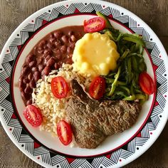 Com chuva hoje não deu vontade de comer salada. #almoço, #lunchtime , #feijãoroxo , #arrozintegral , #angu , #espaguetedeabobrinha , #tomatinho , #bifedealcatra , #comidamineira, #simplesegostosa, #tudodebom, #saudeemfoco , #foconameta👊💪 , #equilibriosempre , #vemcarnaval , #carnavaemsalvador , #camarotesalvador2017 .