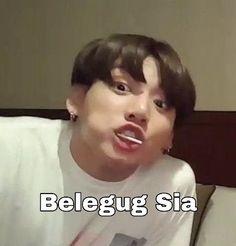 >>Tout a commencé lorsque Taehyung a envoyé un meme à Jungkook. Bts Meme Faces, Funny Faces, Foto Bts, Bts Jungkook, Suga Suga, Bts Twt, Bts Memes Hilarious, Bts Face, Bts Pictures