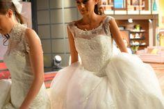 Pedrería, Encajes,Transparencias .Crean esta colección de vestidos de novia. www.elenareynoso.com