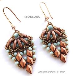 PDF pattern to make the Shannara earrings weaving beads; the file contains 17 pages with photos and detailed descriptions of each step and the material list. Material List: Miyuki 15/0 Seed Beads Miyuki 11/0 Seed Beads Crescent Beads DiamonDuo Beads 3x2mm Rondella Beads This tutorial