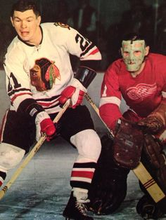 Terry Sawchuk & Stan Mikita Two of the Greatest to ever play. Hockey Goalie, Hockey Teams, Ice Hockey, Montreal Canadiens, Look At My, Goalie Mask, New York Rangers, Detroit Red Wings, Sports Pictures