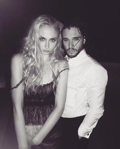 Kit harrington and Sophie Turner play Jon Snow and Sansa Stark in Game of Thrones Khal Drogo, Sansa Stark, Ned Stark, Kit Harington, Sophie Turner, Jon Snow, Game Of Thrones Cast, Maisie Williams, English Actresses