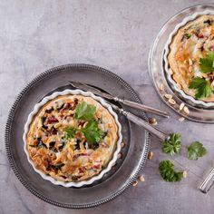 Batir huevo y nata líquida en un bol, saltear unas verduras en la sartén, encender el horno, espolvorear tanto queso como quieras y esperar unos 35 minutos. 'Voilà, ya tienes tu quiche!' Healthy Cooking, Cooking Tips, Quiches, Relleno, Curry, Ethnic Recipes, Food, Stir Fry, Vegetables