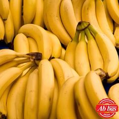 Bananas Are Great For Both Maintaining & Losing Weight. They Help Give Your Metabolism A Boost & The Vitamins In Bananas Help To Convert Food Into Energy Rather Than Fat! They Are Full Of Fiber Which Helps You Avoid Any Hunger Pains Or Additional Snacking Home Remedies For Gout, Gout Remedies, Foods To Lower Triglycerides, Lower Cholesterol, Protein Smoothies, Smoothie Recipes, Protein Foods, High Protein, Good Foods To Eat