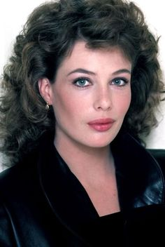 22 Vintage Photographs of a Young and Beautiful Kelly LeBrock From the Early ~ vintage everyday Permed Hairstyles, Modern Hairstyles, Young And Beautiful, Most Beautiful Women, Beautiful Females, Kelly Lebrock Weird Science, Actrices Sexy, Actrices Hollywood, People