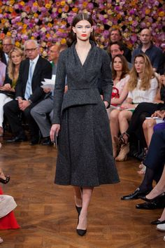 christian dior haute couture fall 2012 by raf simons Dior Haute Couture, Couture Christian Dior, Paris Couture, Style Couture, Couture Fashion, Miss Dior, Raf Simons, Fashion Week, Fashion Show