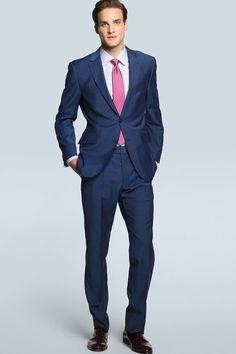 ¿Se puede vestir traje azul marino en época de calor? ¡Claro que sí! El secreto está en el tono adecuado y la tela ideal.