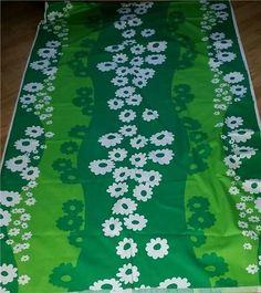 4 meter grön blommor tyg Tampella Finland design Marjatta Metsovaara 60 70 tal