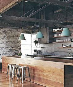 <p>Svarta kök, gråa kök, vita, och kök och med olika träslag och finaste kakel. Här är 21 stilrena kök som vart och ett, eller alla tillsammans är en källa till inspiration.</p>