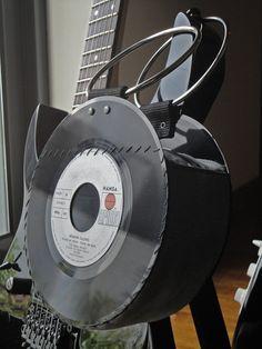 Sewing Bags Retro Vinyl Record Handbag / Evening Purse / Bag / Retro / Vintage / One of a kind. via Etsy. Vinyl Record Projects, Vinyl Record Art, Vinyl Records, Vinyl Cd, Diy Crafts With Cds, Vinyl Crafts, Recycled Crafts, Vintage Records, Cassette