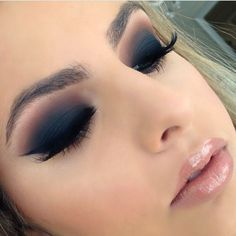 13. Get elegant with matte blue and brown smokey makeup