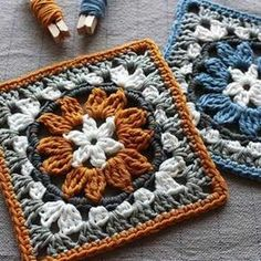 Crochet granny square pattern with flower motif. Neat circle inside a square crochet block pattern. Crochet Blocks, Granny Square Crochet Pattern, Crochet Squares, Crochet Blanket Patterns, Crochet Motif, Crochet Stitches, Granny Square Blanket, Granny Square Tutorial, Free Crochet Square