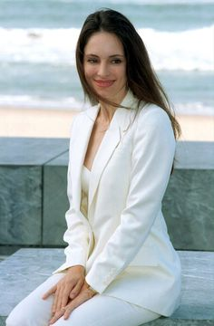 Madeleine Stowe is best known for her performances in the films Revenge.She currently stars as Victoria Grayson in the ABC drama series Revenge. Madeleine Stowe, Classic Actresses, Beautiful Actresses, Actors & Actresses, Beautiful Celebrities, Victoria Grayson, Dramatic Classic, Hollywood, Most Beautiful Women