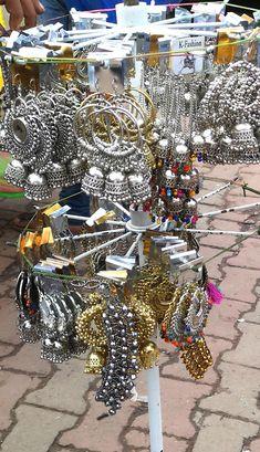 Tips and tricks to shop at Sarojini Nagar Market, Delhi – Hetal Kamdar Indian Jewelry Earrings, Indian Jewelry Sets, Jewelry Design Earrings, Ear Jewelry, Cute Jewelry, Jewelery, Silver Jewelry, Antique Jewellery Designs, Fancy Jewellery