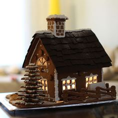 Osaiskohan tälläsen tehdä itse... Gingerbread House Designs, Gingerbread Village, Christmas Gingerbread House, Christmas Candy, Christmas Treats, Christmas Baking, Christmas Home, Christmas Cookies, Christmas Holidays
