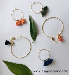Bijoux tendance et raffinés. On aime les pompons qui donnent du peps ! Boucles d'oreilles, joncs... de jolis bijoux !