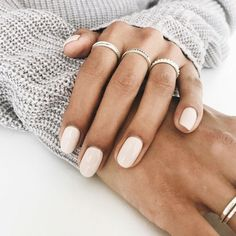 Semi-permanent varnish, false nails, patches: which manicure to choose? - My Nails Nude Nails, Acrylic Nails, Hair And Nails, My Nails, Nail Polish, Pink Polish, Nail Ring, Nail Decorations, Christmas Decorations