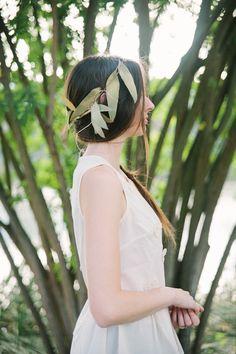 boho chic wedding dress #bride #weddinghair #weddingchicks http://www.weddingchicks.com/2014/01/28/natural-gold-wedding-ideas/