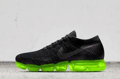 The Nike Air VaporMax debuted on Air Max Day with a selection of three colorways and limited stint on Nike iD with themed detailing. The state-of-the-art r Best Sneakers, Vans Sneakers, Air Max Sneakers, Sneakers Fashion, All Black Sneakers, Sporty Fashion, Mens Fashion, Runway Fashion, Fashion Models